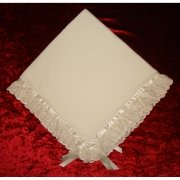 Frilly blanket in ivory with lace trims