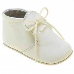 Beautiful Baby Boys Baby Ivory Patent Shoes Scallop Edge
