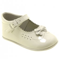 Baby Girls Ivory Colour Bow Decorated Patent Pram Shoes