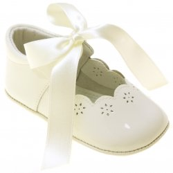 Hand made Spanish Baby Girls Ivory Patent Leather Shoes With Ribbons