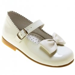 Girls Ivory Patent Mary Jane Shoes With a Bow
