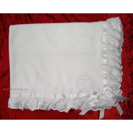 Frilly blanket in white with white lace trims