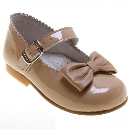 Girls Caramel Brown Patent Mary Jane Shoes With a Bow